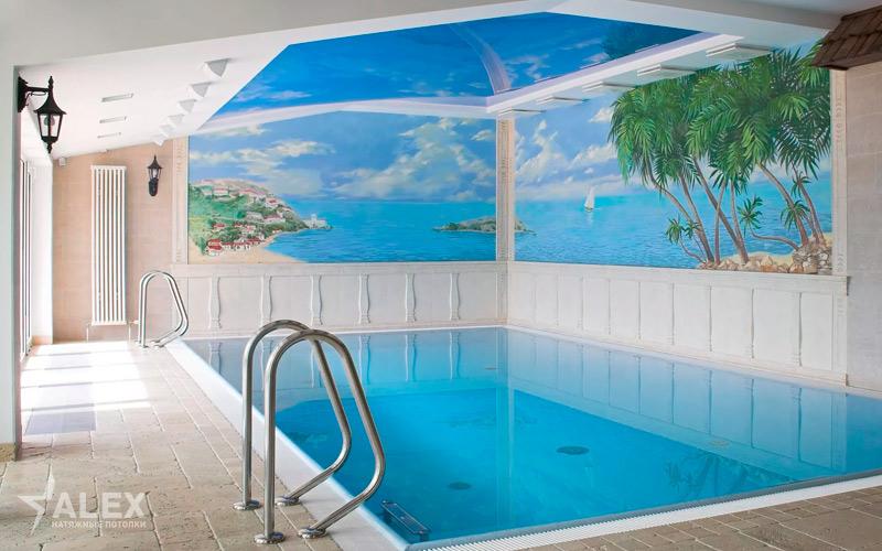 Глянцевый натяжной потолок в бассейн